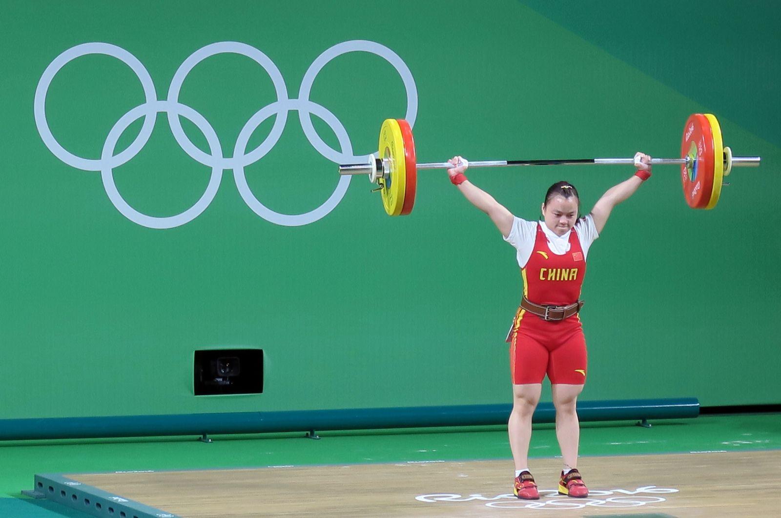 中國黎雅君抓舉締造奧運紀錄,但挺舉三次失敗。攝影/楊育欣